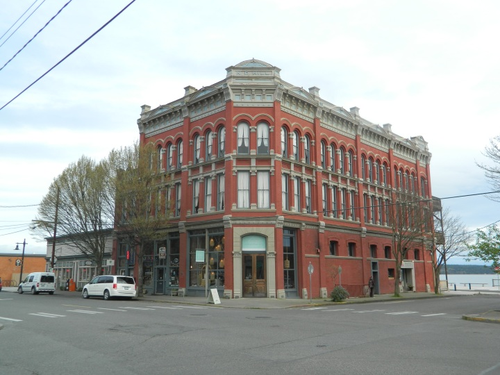 The historic N.D. Hill building was built in 1889. The Waterstreet Hotel takes up the top two floors and is a delightful place to stay.