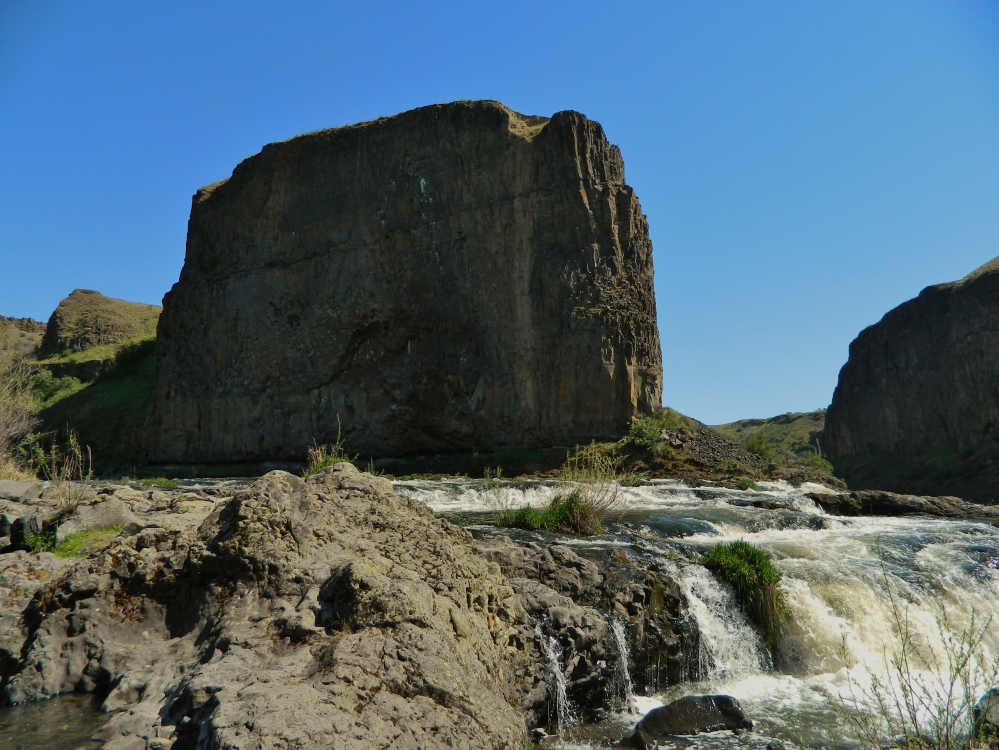 The Castle is a giant rockface overlooking the Upper Palouse Falls, which you can see on the right side of this photo.