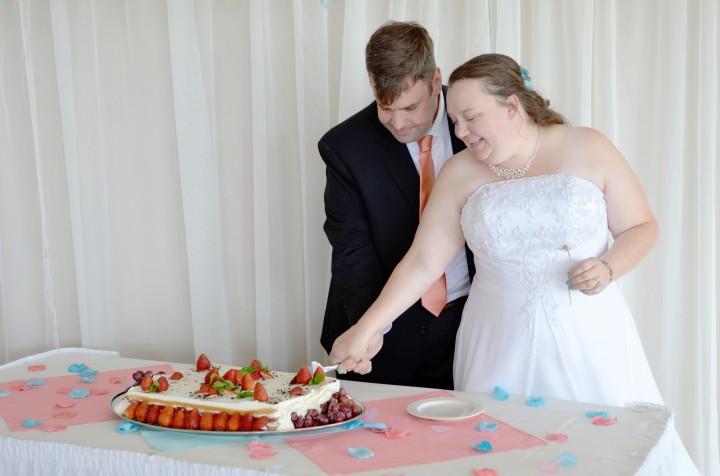 Geoff and Maria cut their wedding cake.