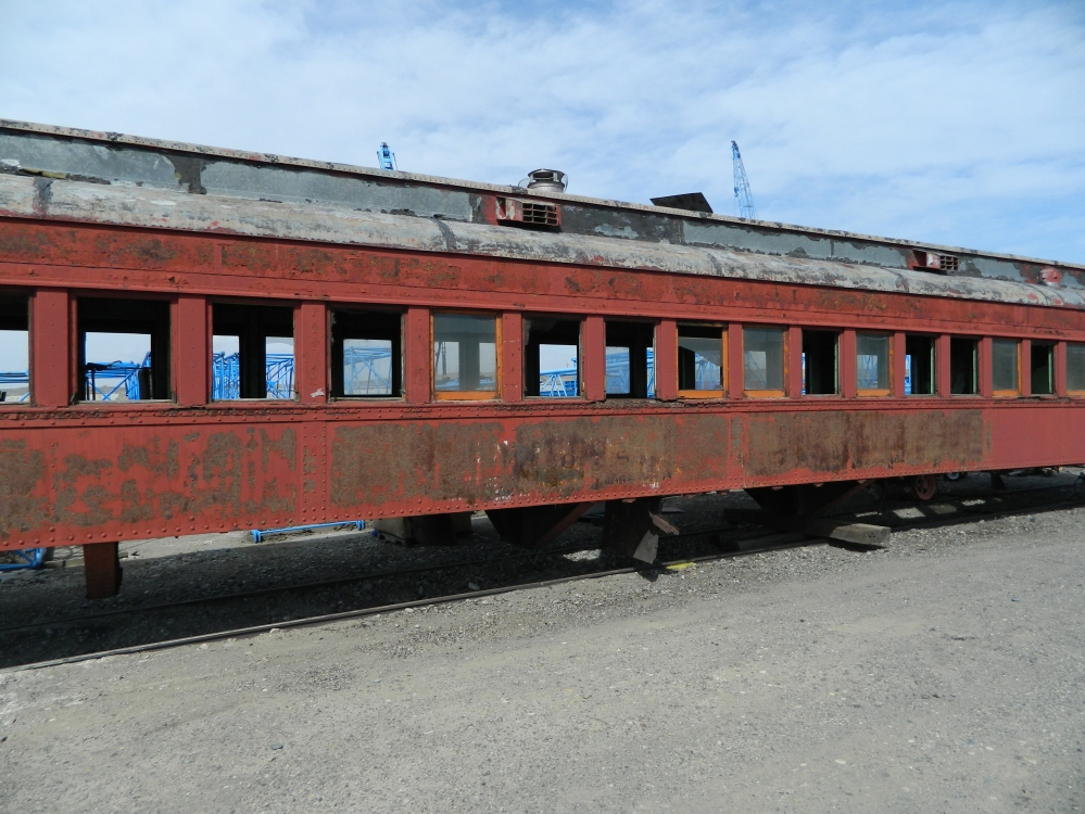 An abandoned train car near Pasco.