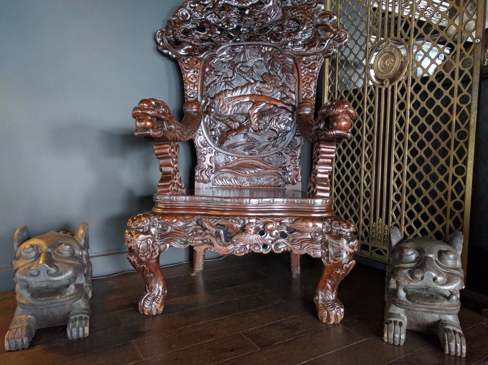 The Wishing Chair incorporates a dragon and a phoenix and is said to grant single folks their wish of getting married.